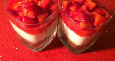 Cheesecakeverrine med jordgubbar - Galbani