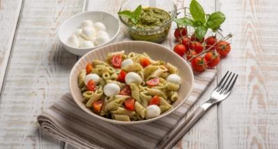Kall pestopasta med mozzarella och körsbärstomater - Galbani
