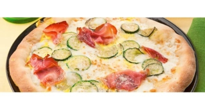 Vit pizza med speckskinka, zucchini och saffran - Galbani